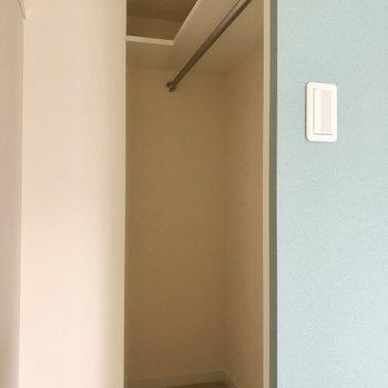 この青色内側は収納スペースに。隠れているようでオープン空間!