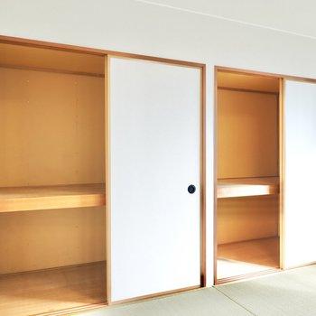 和室には押入れが2つ。ハンガーラックでクローゼット化するのがオススメ。