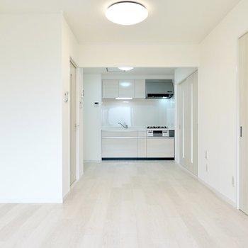 家族の仲も調和してくれる、リノベーションの白いお部屋。