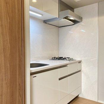 白を基調としたキッチン。