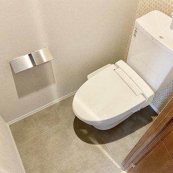 シンプルながらシックな印象のお手洗い。清潔感を感じます。