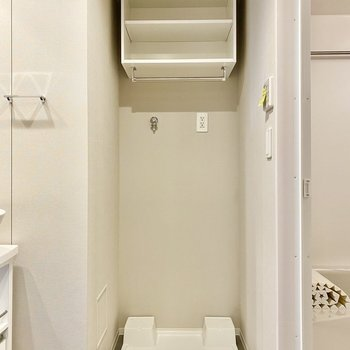 右を見れば洗濯機置き場。