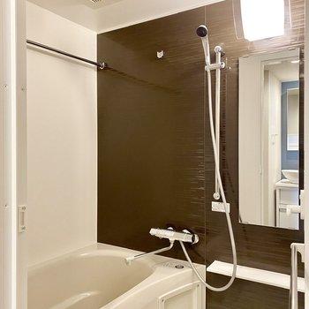 ゆったりとした浴室。浴室乾燥機付きですよ。