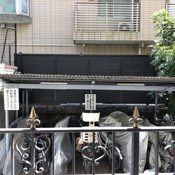 駐輪場に面しているため、普段はカーテンを閉めておきましょう。