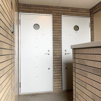 玄関ドアの丸窓もかわいいな〜◎