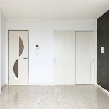 まずはLDKから。ドアの切込みがかわいい◎