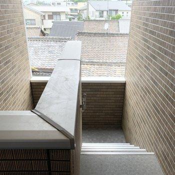 共用部は少しコンパクトな階段のみ。