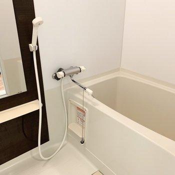 お風呂には浴室乾燥機付で雨の日でも安心◎