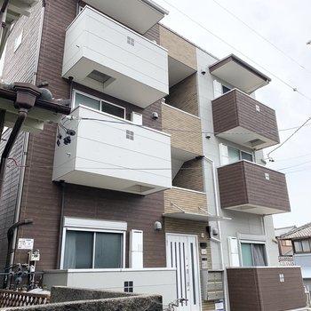 3階建てのアパートの最上階のお部屋です。