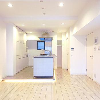 LDKの奥はキッチンスペース。手前のスペースはダイニングに。