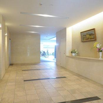 エントランス内は高級ホテルのロビーのような雰囲気。