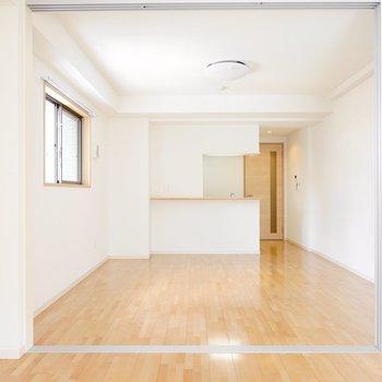 お次はLDK。ふたつの部屋はオープンにして開放感を持たせることもできます。