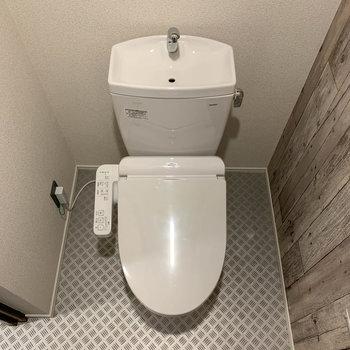 温水洗浄便座がついています。
