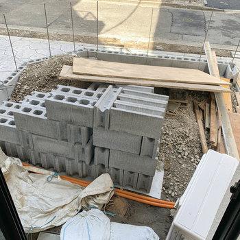 約3帖ほどの広さの専用テラスができるようです。※写真は工事中のものです