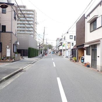 周辺はのんびり住宅街。