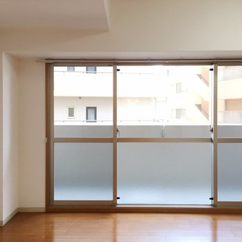 横長さんだからこそのこの窓。(※写真は6階の同間取り別部屋のものです)