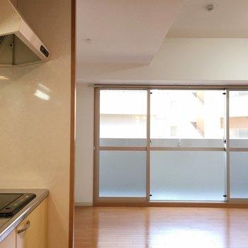 玄関からの眺め。(※写真は6階の同間取り別部屋のものです)