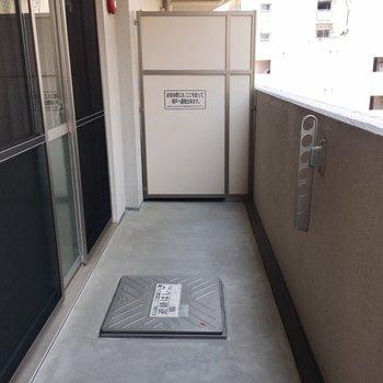 バルコニーもお部屋と同じくらい広々。(※写真は6階の同間取り別部屋のものです)