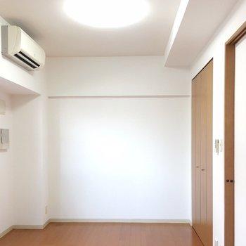 天井もそこそこ高いです!(※写真は6階の同間取り別部屋のものです)