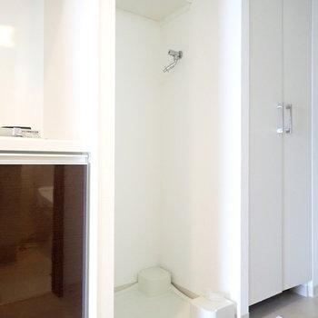 キッチン横は洗濯機です。(※写真は11階の同間取り別部屋のものです)