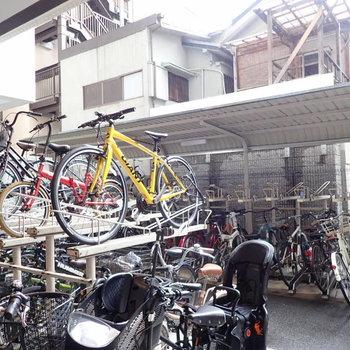 共用部】駐輪場は屋根のあるところと、ないところがありました。
