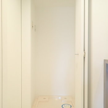 洗濯機はとびらの向こう側に。