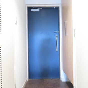 玄関スペースはまずまず(※写真は8階の同間取り別部屋のものです)