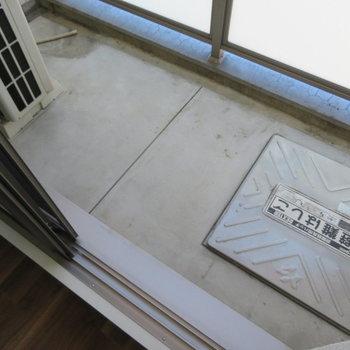 バルコニーは普通サイズ(※写真は10階の同間取り別部屋のものです)