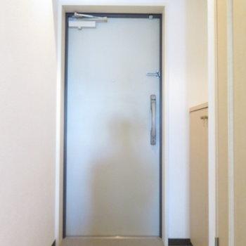 玄関も広々です(※写真は10階の同間取り別部屋のものです)