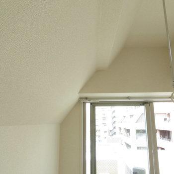 でも天井は斜めになっているんです