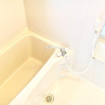 少し広めの浴槽でゆったりお風呂時間を楽しめそう