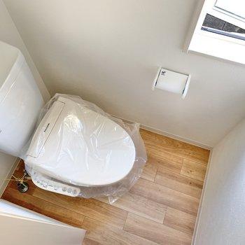 トイレはコンパクト!窓があるので換気も出来ます◎(※写真は同間取り別部屋のお部屋です)
