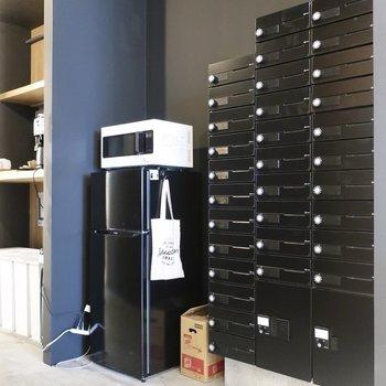 【共用部】ポストや電子レンジ、冷蔵庫も集約されています。