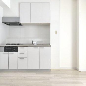 こちらは8.5帖のダイニング。冷蔵庫はキッチン横に。