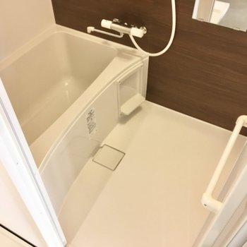 お風呂はサーモ水栓!お風呂も新品です。