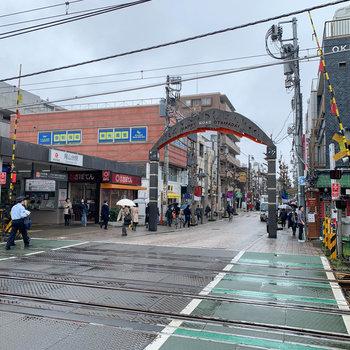 最寄りの尾山台駅。ハッピーロード商店街があります。
