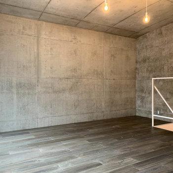 【Room11.1J】ベッドなどの大きな家具も置きやすいお部屋です。