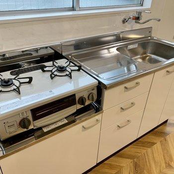 【LDK】2口コンロなことに加え、調理スペースもしっかりあります