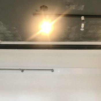 コンクリートむき出しの天井!※写真は前回募集時のもの