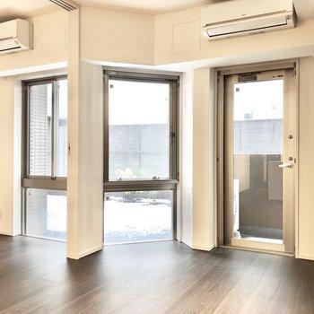 【LDK】3枚の窓がある明るい空間。