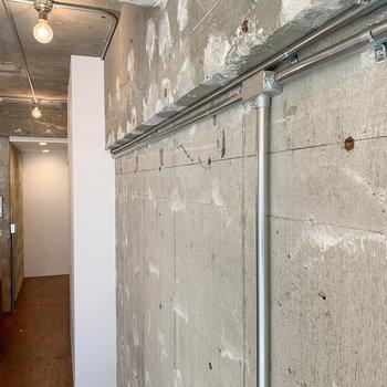 【ディテール】コンクリ壁に剥き出しのデザインがいい。