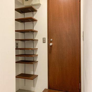 シューズ棚は、高さ調節可能です。