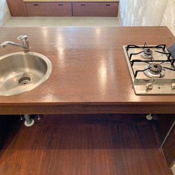 2口コンロで調理スペースも広いです。