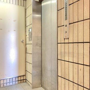 共有部のエレベーター。
