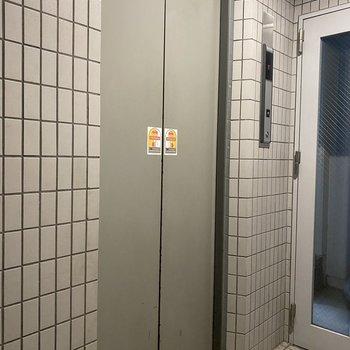 お部屋まではエレベーターですいすい!