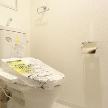 トイレももちろん新品ウォシュレット(※写真は2階の同間取り別部屋のものです)