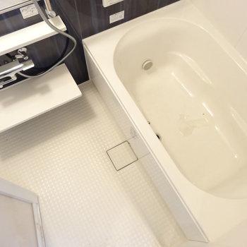 お風呂はたっぷりファミリーサイズ(※写真は2階の同間取り別部屋のものです)