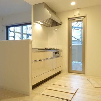 キッチンには床下収納が!(※写真は2階の同間取り別部屋のものです)