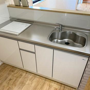 二口IHのキッチン。作業スペースもしっかりとあります。