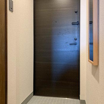 玄関はダブルロックキー。